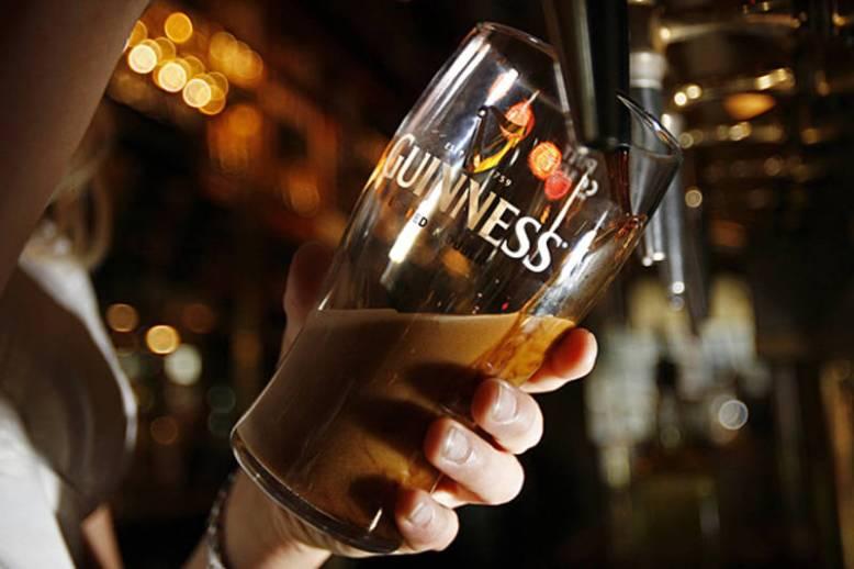 guinness-barman